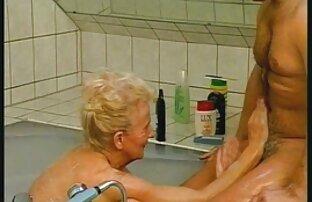 बाथरूम में, एक कांटा मूवी वीडियो सेक्सी के साथ एक बहन