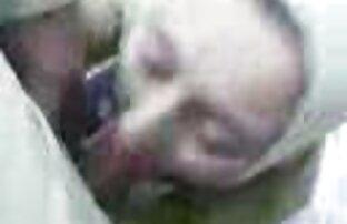 घूमता बीमार के साथ बदसूरत सफेद फुल सेक्सी फिल्म वीडियो में आदमी