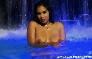 बेवकूफ लड़की, मूवी सेक्सी हिंदी अपने पैसे दोस्तों के कमरे के साथ कमाने